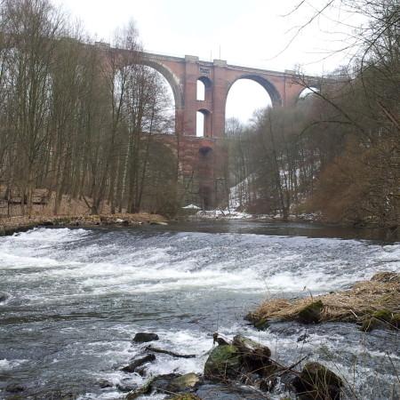 Die Elstertalbrücke ...