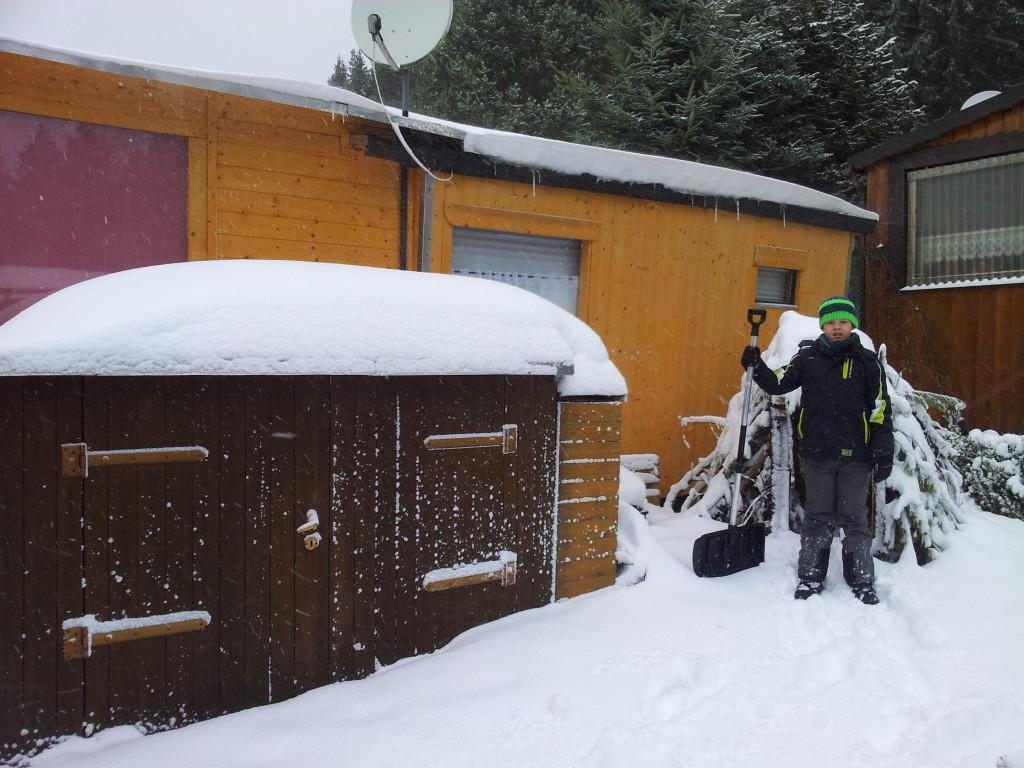 Noch Schnee darauf und dann etwas Regen und Minusgrade und fertig wird die Schneehütte ;)
